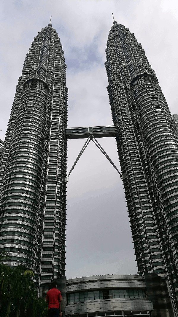 Things To See In Kuala Lumpur - the Petronas Twin Towers during the day