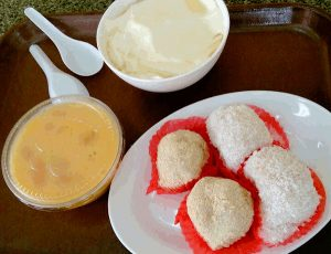 Good Food In Hong Kong - Delicious Desserts such as Bean Curd, Mango Pudding and Glutinous Rice Dumplings with Peanut and Green Bean Paste fillings