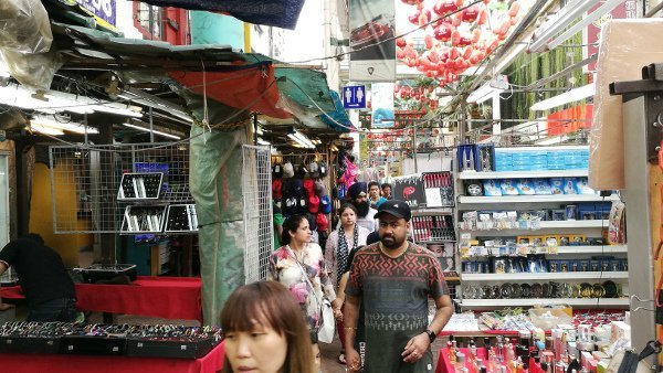Things To Do In Kuala Lumpur - Petaling Street - Locals and tourists browsing through the stalls