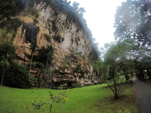 Things To Do In Ipoh - Kek Look Tong (極樂洞) - Beautiful Limestone Hill surrounds the garden