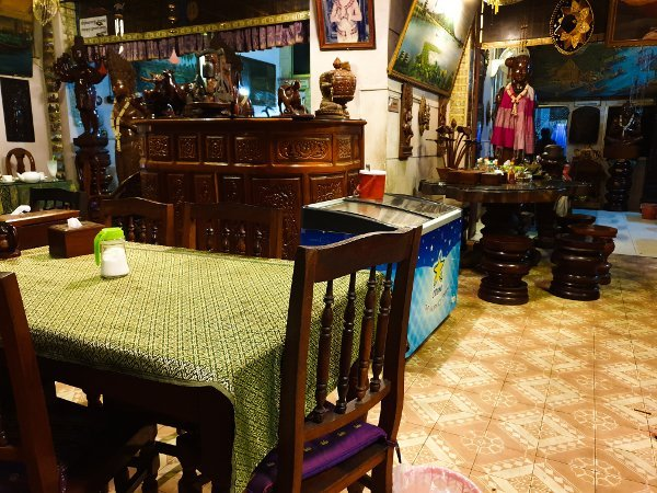 Phnom Penh Restaurants - Interior of Boat Noodle Restaurant