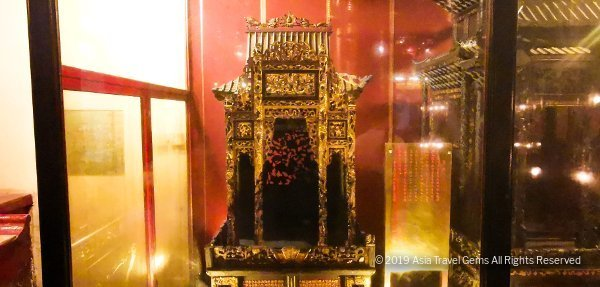 Man Mo Temple - decorative altar for carrying on sedan