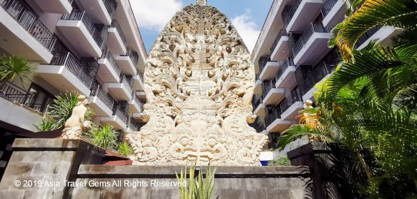 View of Fascinating Sculpture and Hotel at La Villais Kamojang Seminyak